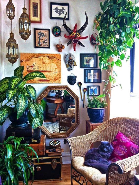 Use Greens With Souvenirs For Home Decor