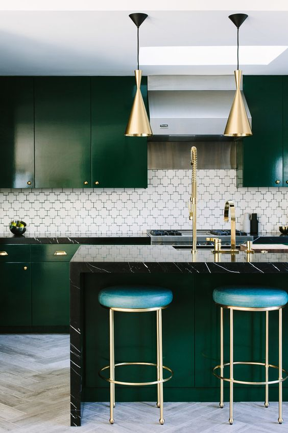 Emeral green kitchen trending for 2019