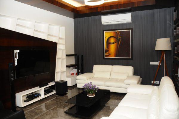 Maximalist Family Room Interiors-min