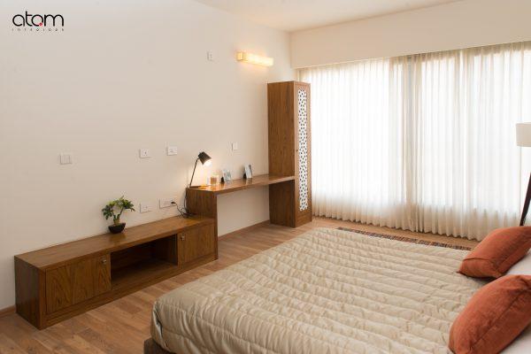 Mid-century Modern Bedroom with TV-cum-study Unit