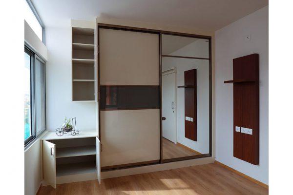 Pastel-mirror Finish Floor-to-Ceiling Wardrobe
